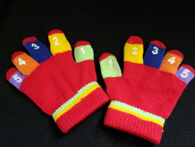 kids gloves with numbers on fingers
